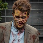 Zombie op versiertoer in Amsterdam
